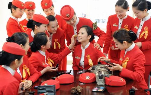 متحدث باسم شركة طيران هونج attendant1.jpg